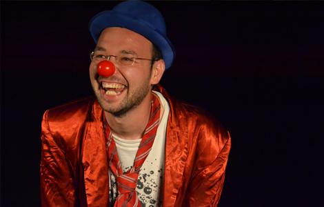 David en vêtements de clown