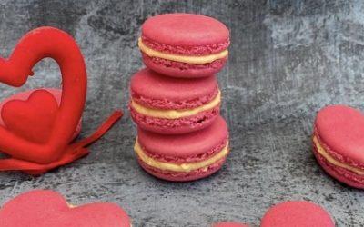 Macarons d'amour aux fruits de la passion, cœur de framboise fraîche